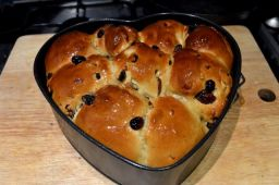 Festive tear and share brioche